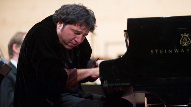 Fazil Say spielt sein eigenes Klavierkonzert