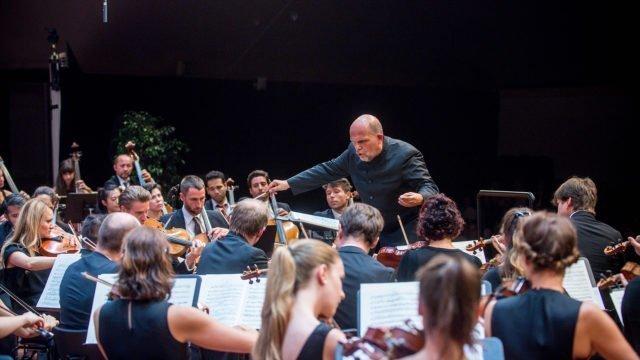 Jaap van Zweden dirigiert Tschaikowskys Sinfonie Nr. 5 e-Moll op. 64