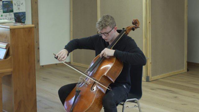 Masterclass with Ivan Monighetti – Willard Carter plays Servais and Haydn